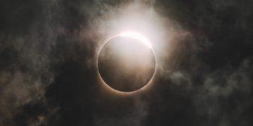 Un eclipse solar total oscurecerá los cielos este 2 de julio: podrás verlo en estos lugares