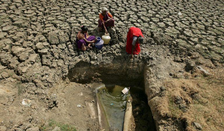 Una gran ciudad de la India se ha quedado sin agua y la gente está peleando entre sí por conseguirla