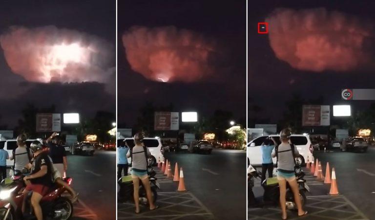 Aparece una extraña nube acompañada de «OVNIs» en Tailandia