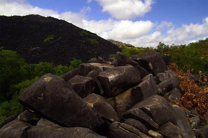 Otro ángulo de la montaña negra de Australia