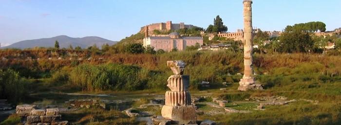 Restos del antiguo Templo de Artemisa, descrito como una de las siete maravillas del mundo, y que fuera destruido por San Nicolás de Bari