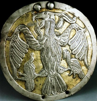 Disco de plata de Rakamaz, 800-900 a.c., representando al divino turul, ave sagrada para la antigua religión magiar, Hungría, y que Móricz creía, contectaba con el pájaro tayos