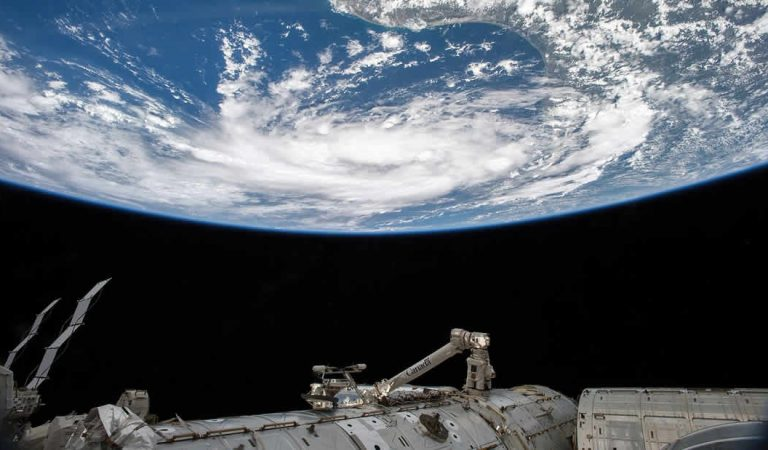 «He visto desiertos avanzar y glaciares derretirse», advierte astronauta desde la Estación Espacial Internacional
