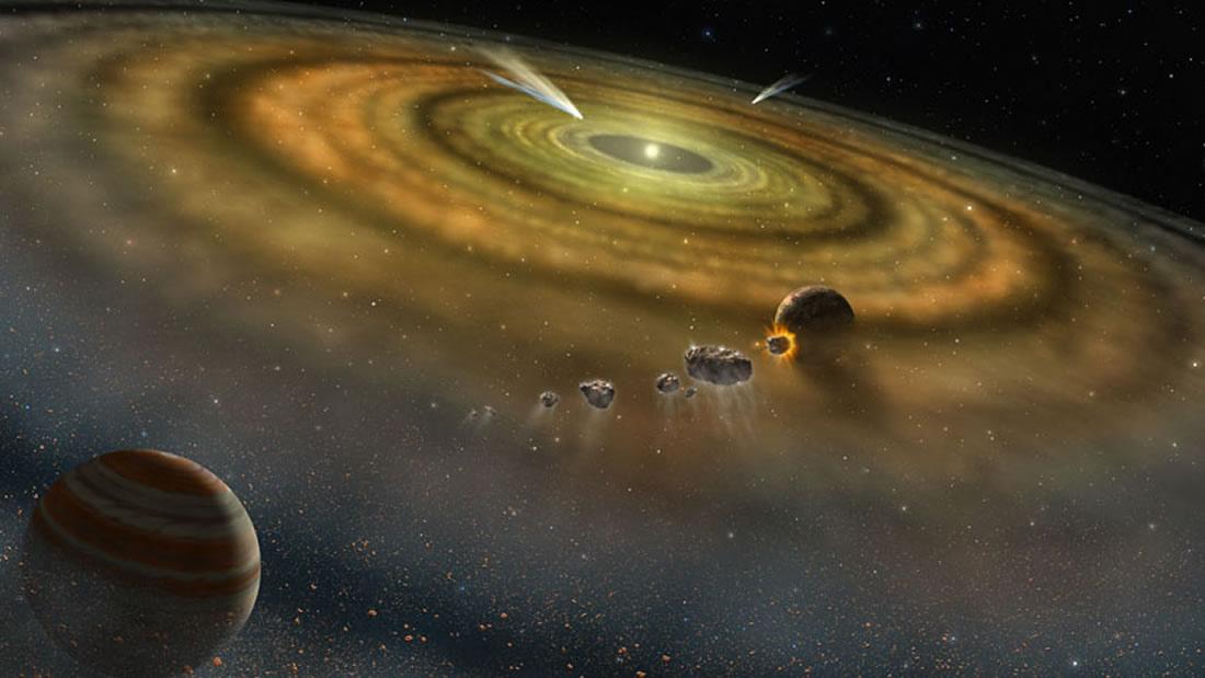 """Los cometas alrededor de estrellas distantes, mostrados en la ilustración de este artista, podrían explicarse por """"ploonets"""", las lunas que se liberaron de sus órbitas alrededor de los gigantes gaseosos migratorios"""