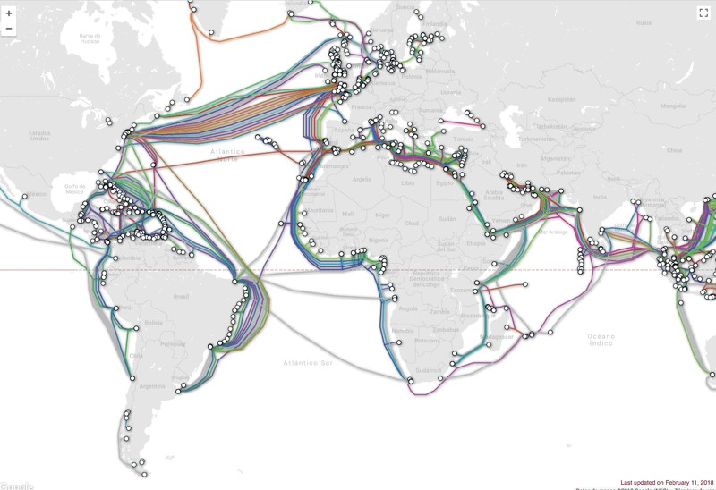 Mapa de cables submarinos que llevan Internet al mundo