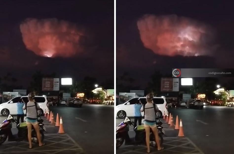 La extraña nube lanza rayos mientras la gente la observa totalmente sorprendida