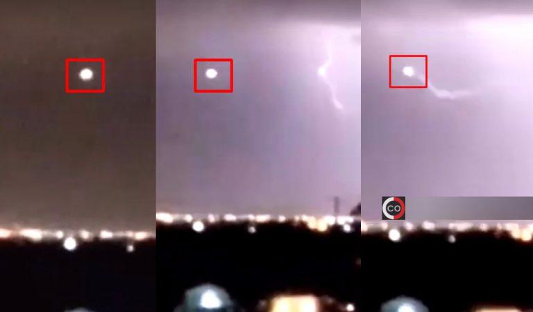 OVNI es golpeado por un rayo en Texas, EE.UU.