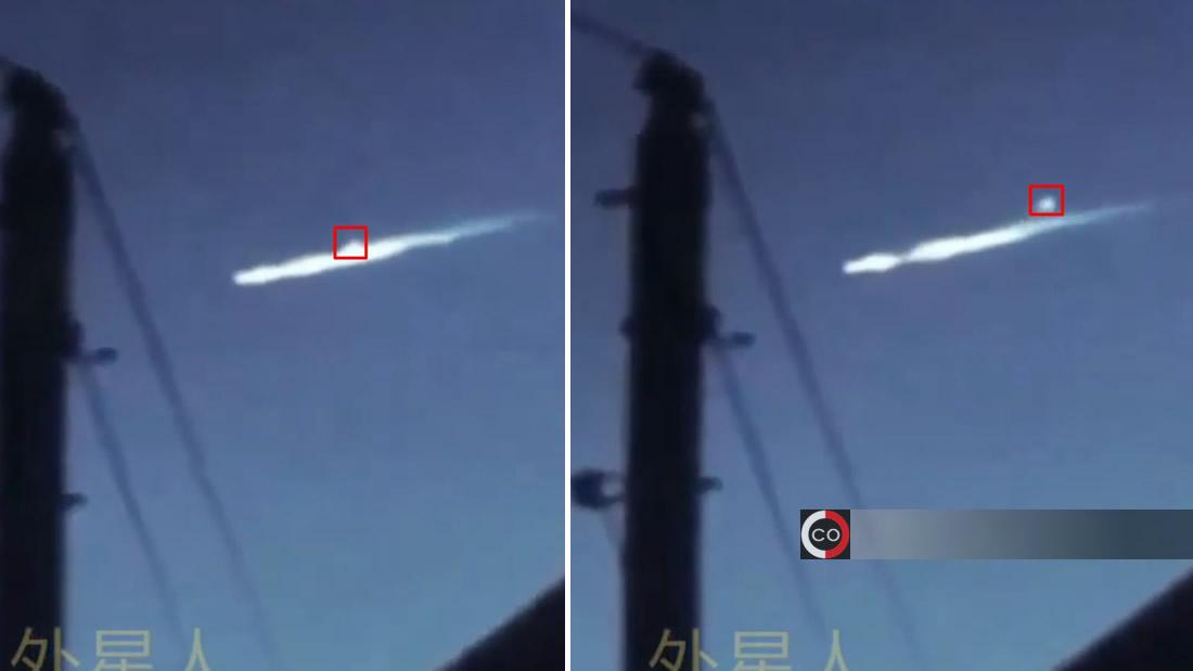 Un segundo objeto luminoso sale disparado del primero. Esto ocurrió sobre las Pirámides de Egipto
