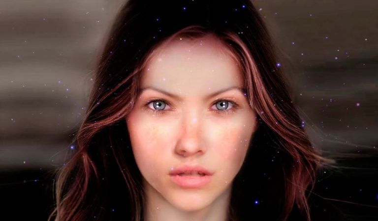 Swaruu de Erra ¿«una alienígena» contactando desde las Pléyades?
