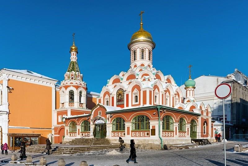 Catedral de Kazan que en 1917, fuera asaltada por los sóviets