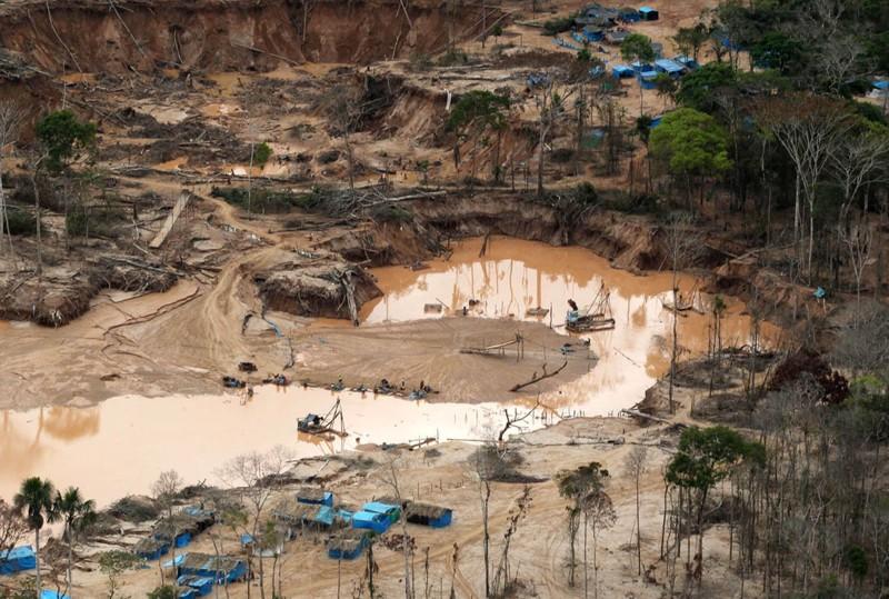 Río contaminado por actividades de minería ilegal
