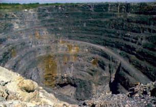 Mina a cielo abierto. Minerales de sulfuro masivo volcánico formados hace 2.700 millones de años en un antiguo fondo marino