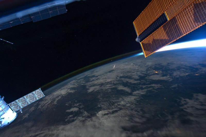 El astronauta Ron Garan, tuiteó esta imagen desde la Estación Espacial Internacional el 14 de agosto de 2011, con la siguiente leyenda: «Cómo se ve una 'Estrella fugaz' desde el espacio, tomada ayer durante la lluvia de meteoritos de Perseidas»