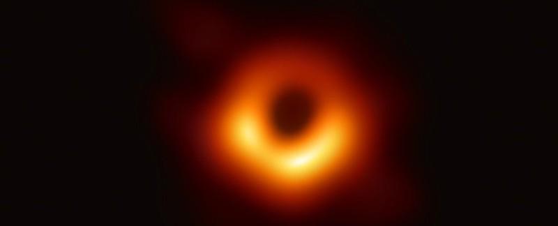 Físicos tienen un plan para simular agujeros negros con hologramas
