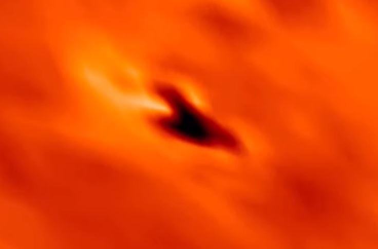 Primer plano a la anomalía capturada en el Sol