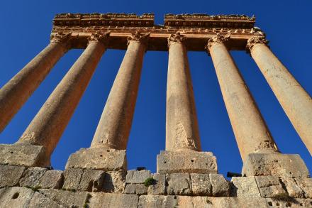 Las maravillosas columnas de lo que fue el templo de Júpiter todavía continúan en pie