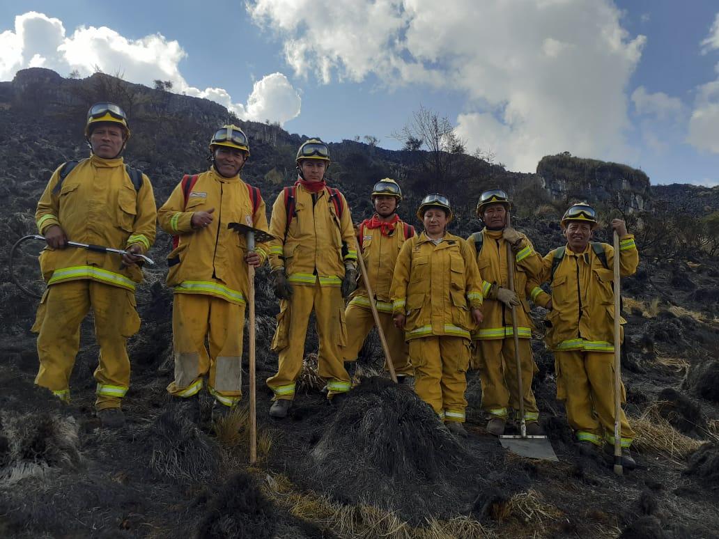 Un contingente de guardaparques bomberos forestales del Servicio Nacional de Áreas Naturales Protegidas por el Estado (Sernanp) quienes ayudaron a combatir los incendios ocurridos en Perú
