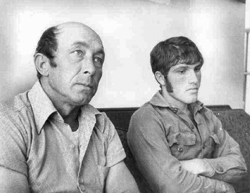 Carles Hickson (Izquierda) y Calvin Parker (Derecha), en 1973, contando su extraño encuentro