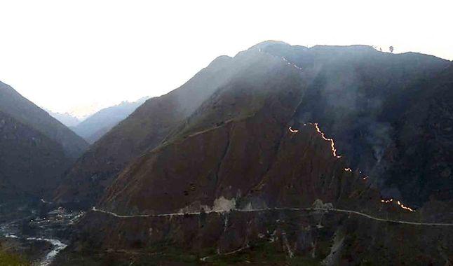 Un sector de 20 hectáreas de pastizales cercanas a la ciudadela de Machu Picchu fueron destruidas por el fuego que incluso afectó a algunas vías de acceso a ciudadela de Machu Picchu
