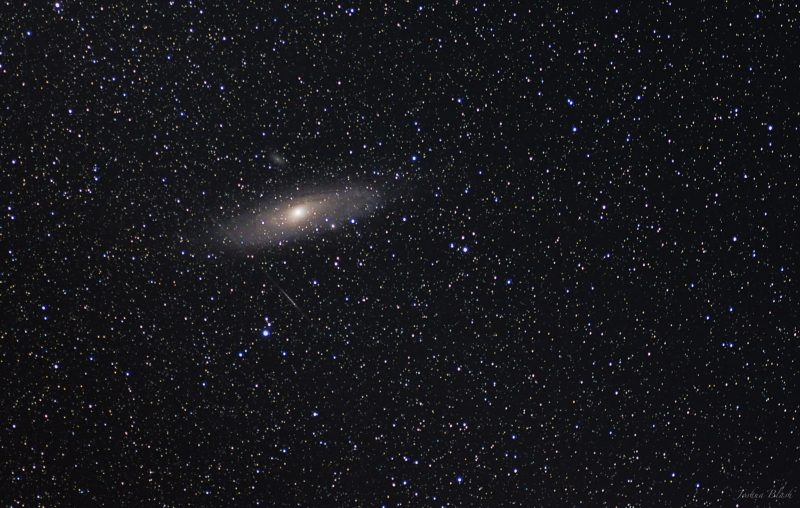 Andrómeda en el cielo fotografiada por Josh Blash. La galaxia se verá como una mancha luminosa en el cielo más grande que la luna llena