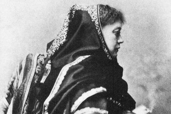 Helena Petrovna Blavatsky, retratada en 1875
