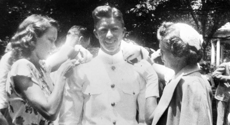 Jimmy Carter brillante estudiante que se destacó en la marina norteamericana, aunque luego abandonaría su carrera militar para dedicarse a tareas rurales. Fotograma de 1946