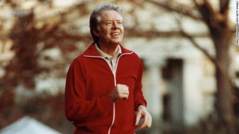 Jimmy Carter mostrando su faceta deportiva, fotografiado trotando, en las cercanías de la Casa Blanca, 1978