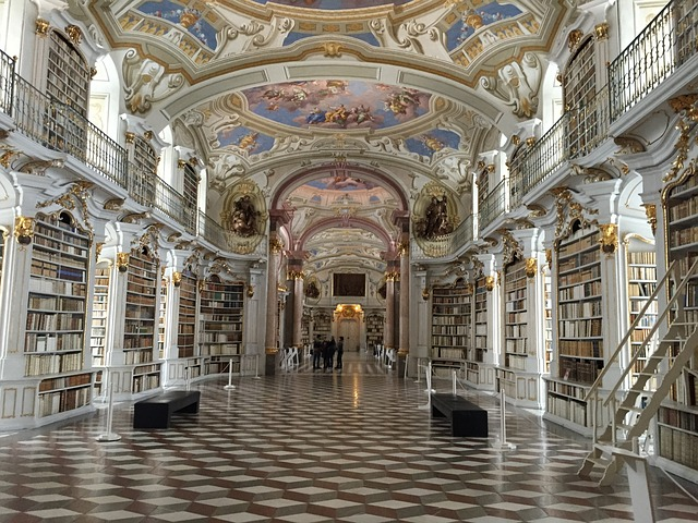 Un mundo sin religión podría tener más bibliotecas y menos iglesias