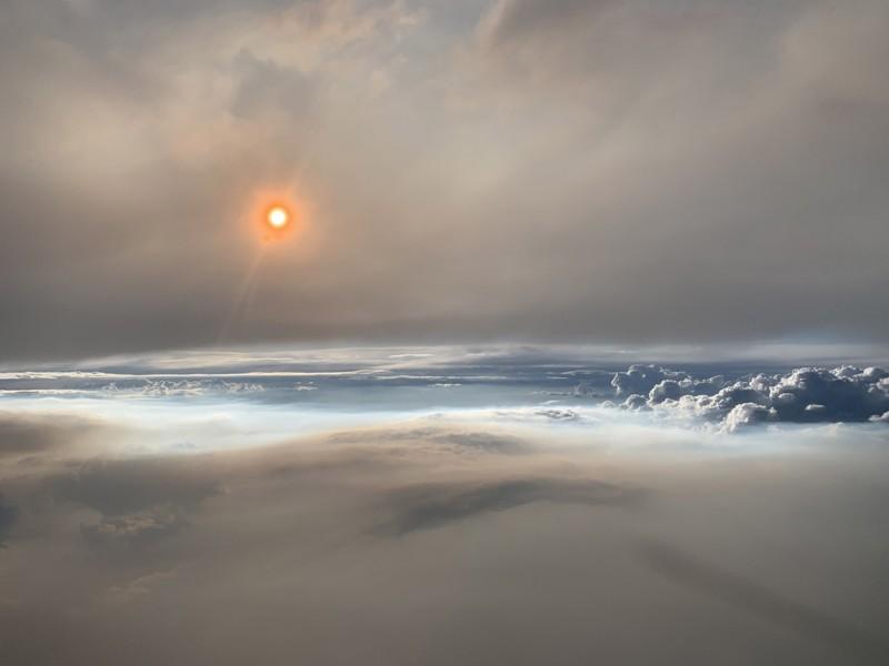 Una misteriosa «nube de fuego» flota como una «estructura alienígena» sobre Washington