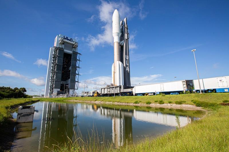El cohete Atlas V que lanzó el satélite AEHF-5 desde el sitio de lanzamiento en la Estación de la Fuerza Aérea de Cabo Cañaveral en Florida