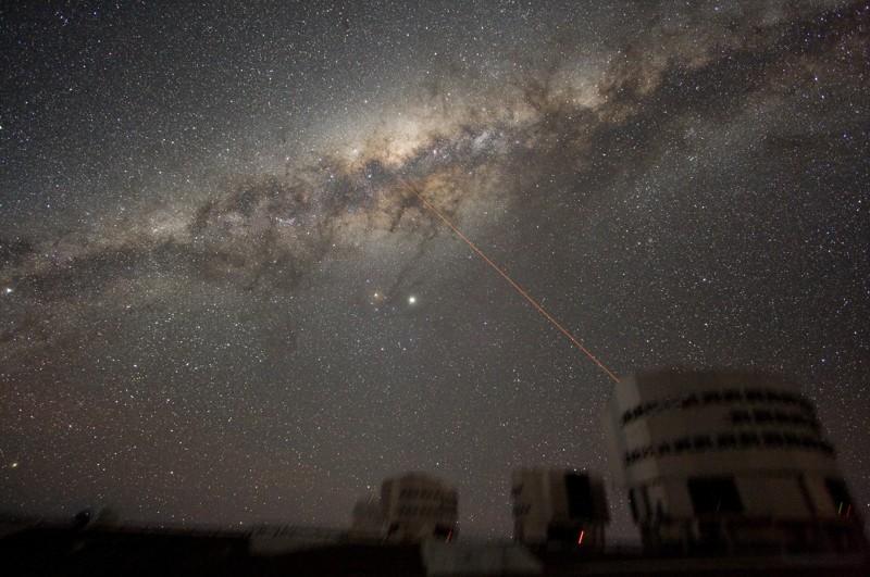 Imagen del cielo nocturno sobre Paranal el 21 de julio de 2007