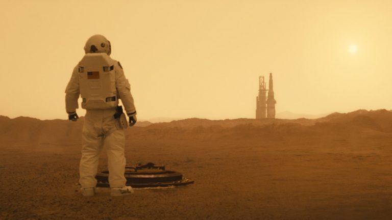 Ad Astra: un futuro en que la humanidad se fue del mundo y la decadencia invade las colonias espaciales