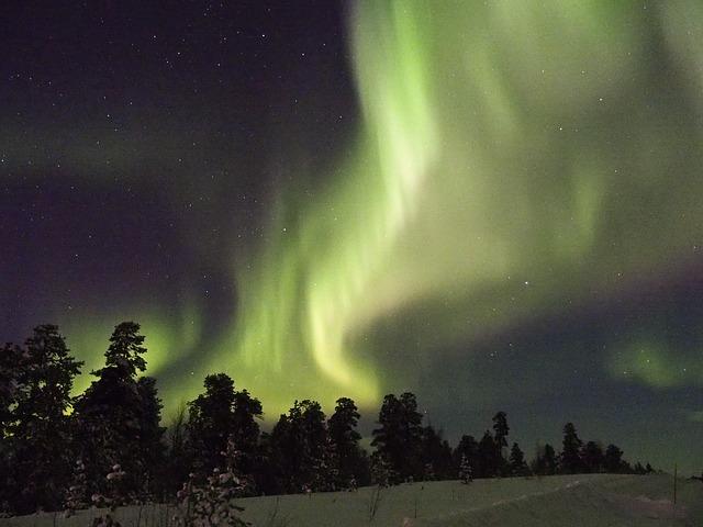 Las tormentas magnéticas causan auroras, como la de esta foto en Islandia