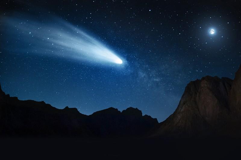 Representación artística del Centauro SW1 como un cometa de la familia Júpiter del sistema solar interno a una distancia de 0.2 UA (30 millones de km) de la Tierra