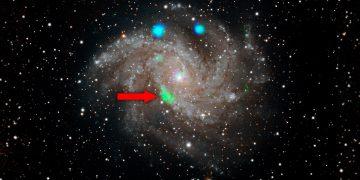 Detectan un extraño estallido de color verde en el centro de una galaxia