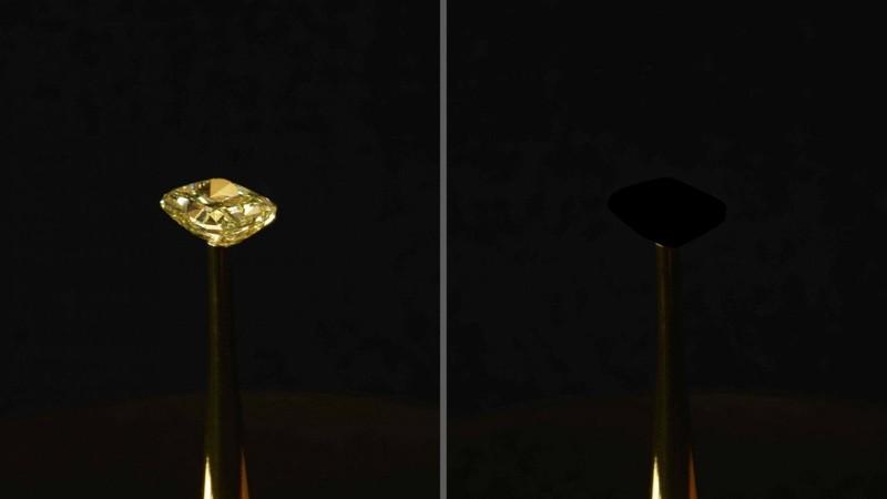 Un brillante diamante amarillo (izquierda) se convierte en un verdadero «agujero negro» (derecha) gracias al material más negro jamás creado