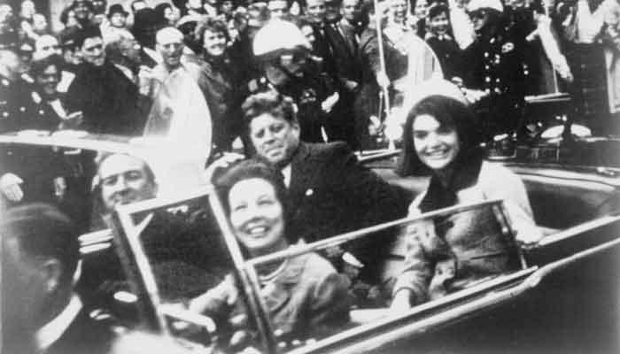 Momentos previos al asesinato de Kennedy en el paralelo 33