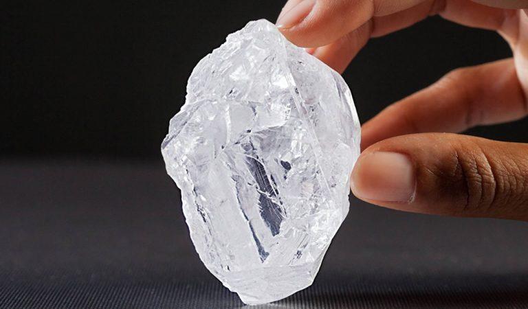 Estudiante descubre un nuevo y raro mineral dentro de un diamante