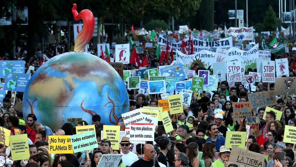 En la imagen, la protesta contra el cambio climático este viernes en Roma (Italia)