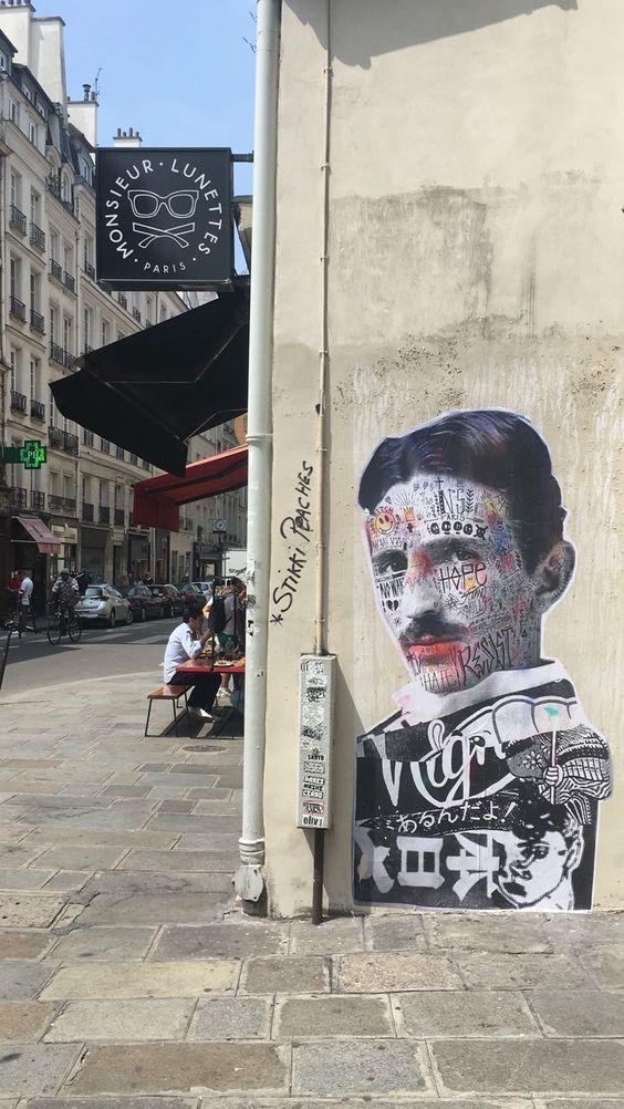 Sticker francés en homenaje a Tesla