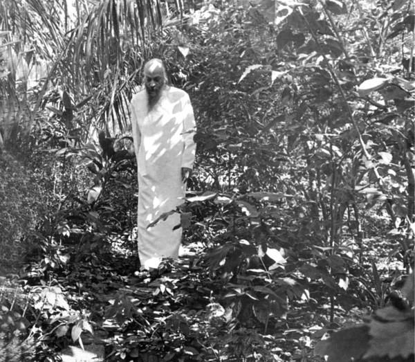 Bhagwan retratado en los setenta durante una de sus caminatas solitarias