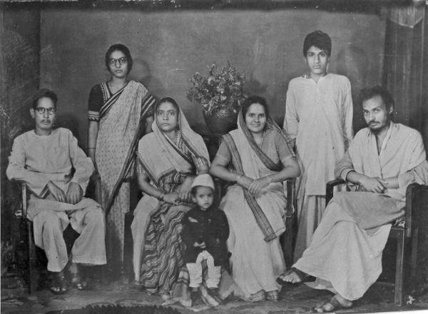 Fotograma de Osho durante sus primeras reuniones en la India, antes de convertirse en una estrella mediática, década del sesenta