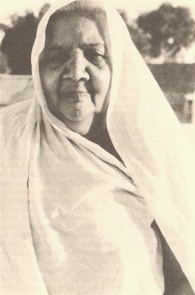 Nani abuela de Osho, a quién llegó a considerar como su verdadera madre, y quién más tarde lo introdujo en los misterios tántricos