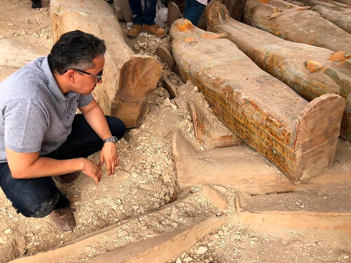 Cuando se descubrieron los sarcófagos estaban en dos capas, con 18 sarcófagos encima de otros 12
