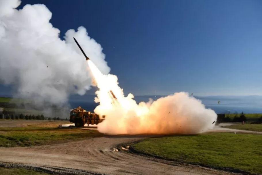 Las fuerzas terrestres turcas probaron un sistema de cohetes de lanzamiento múltiple en esta foto compartida el 20 de marzo
