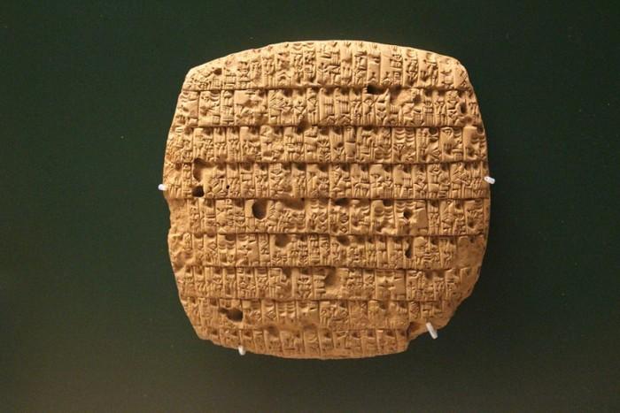 Tablilla con escritura cuneiforme, propia de la antigua mesopotamia