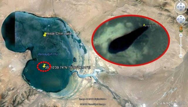 Lago Aksai Chin con una anomalía submarina
