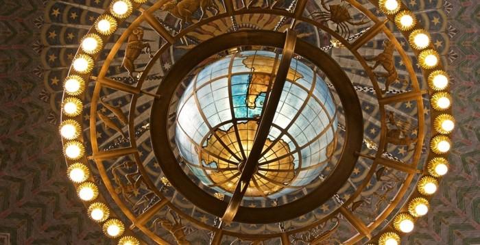 La increíble lámpara de la Biblioteca Central de LA. dotada de enorme simbolismo
