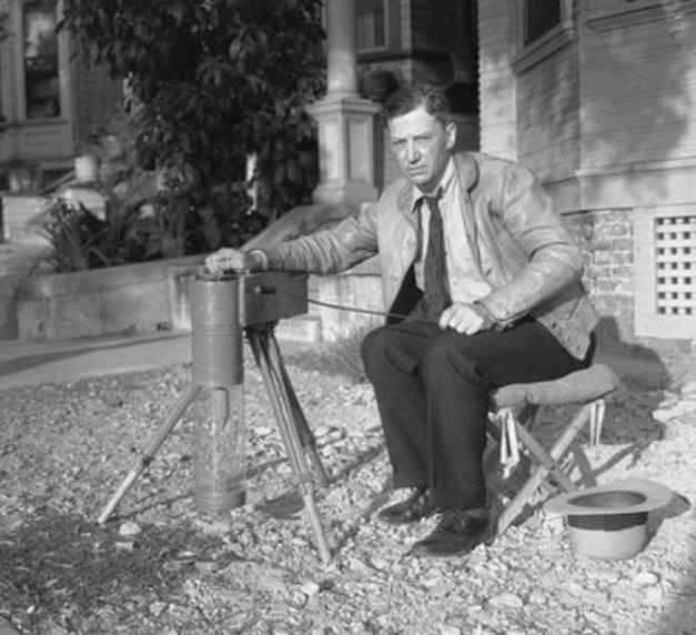 El enigmático George Warren Shufelt, retratado junto a su extraño instrumento