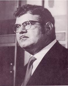 Retrato del investigador Frank E. Stranges